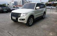 Selling White Mitsubishi Pajero 2015 at 54000 km