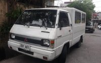 Selling White Mitsubishi L300 2002 in Paranaque