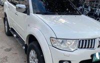 Selling White Mitsubishi Montero 2010 in Pasig