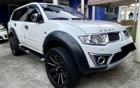 Selling White Mitsubishi Montero sport 2012 in Quezon City