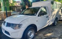 Selling White Mitsubishi Pajero in Quezon City
