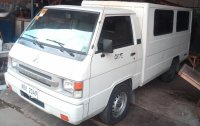 Selling White Mitsubishi L300 2015 in Caloocan