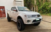 Selling White Mitsubishi Strada 2007 in Quezon
