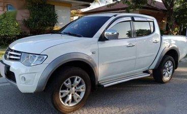 White Mitsubishi Strada 2011 for sale in Manual