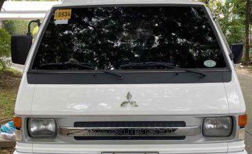 Selling White Mitsubishi L300 2015 in Pateros