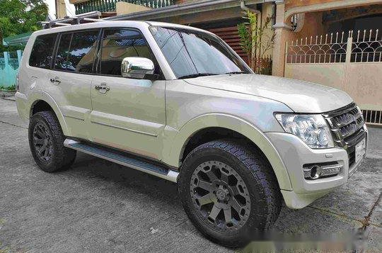 Sell White 2015 Mitsubishi Pajero at 19000 km