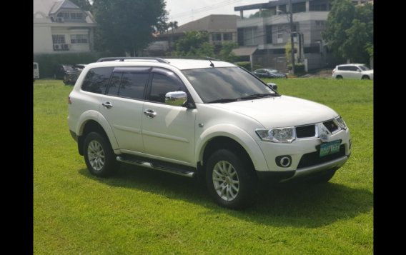 Sell White 2013 Mitsubishi Montero Sport SUV at 100000 km in Manila