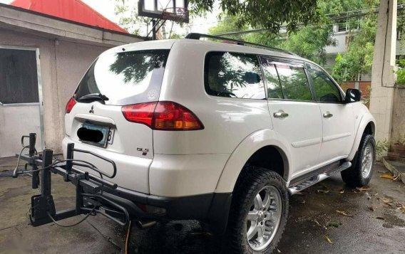 White Mitsubishi Montero 2011 for sale in Caloocan