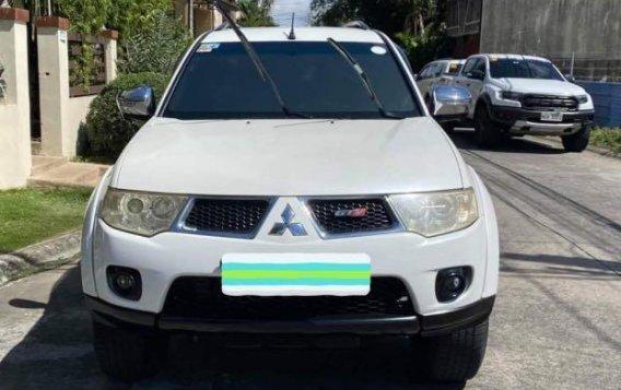 Selling White Mitsubishi Montero 2011 in Las Piñas