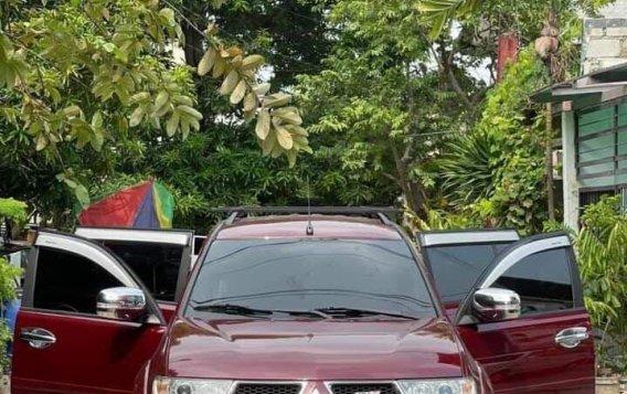 Selling Mitsubishi Montero Sport 2012