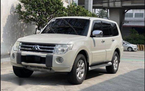 Selling Pearl White Mitsubishi Pajero 2011 in Jaen
